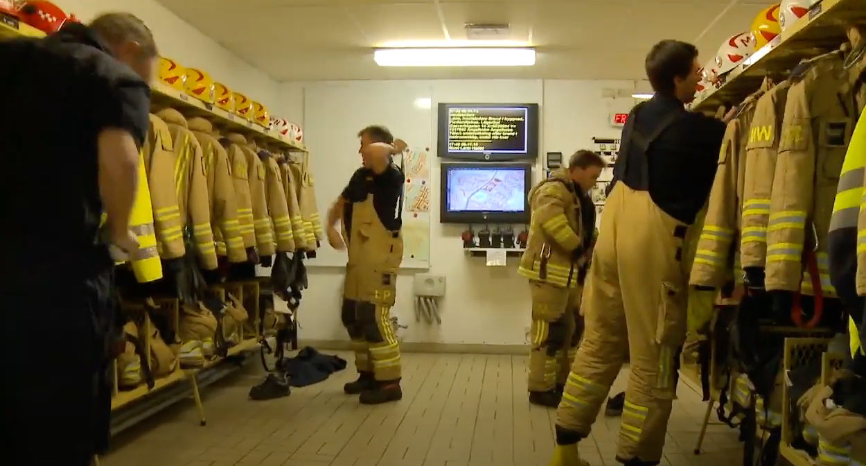 Larm om kontroll av brand i lägenhet Räddningstjänst Utryckning